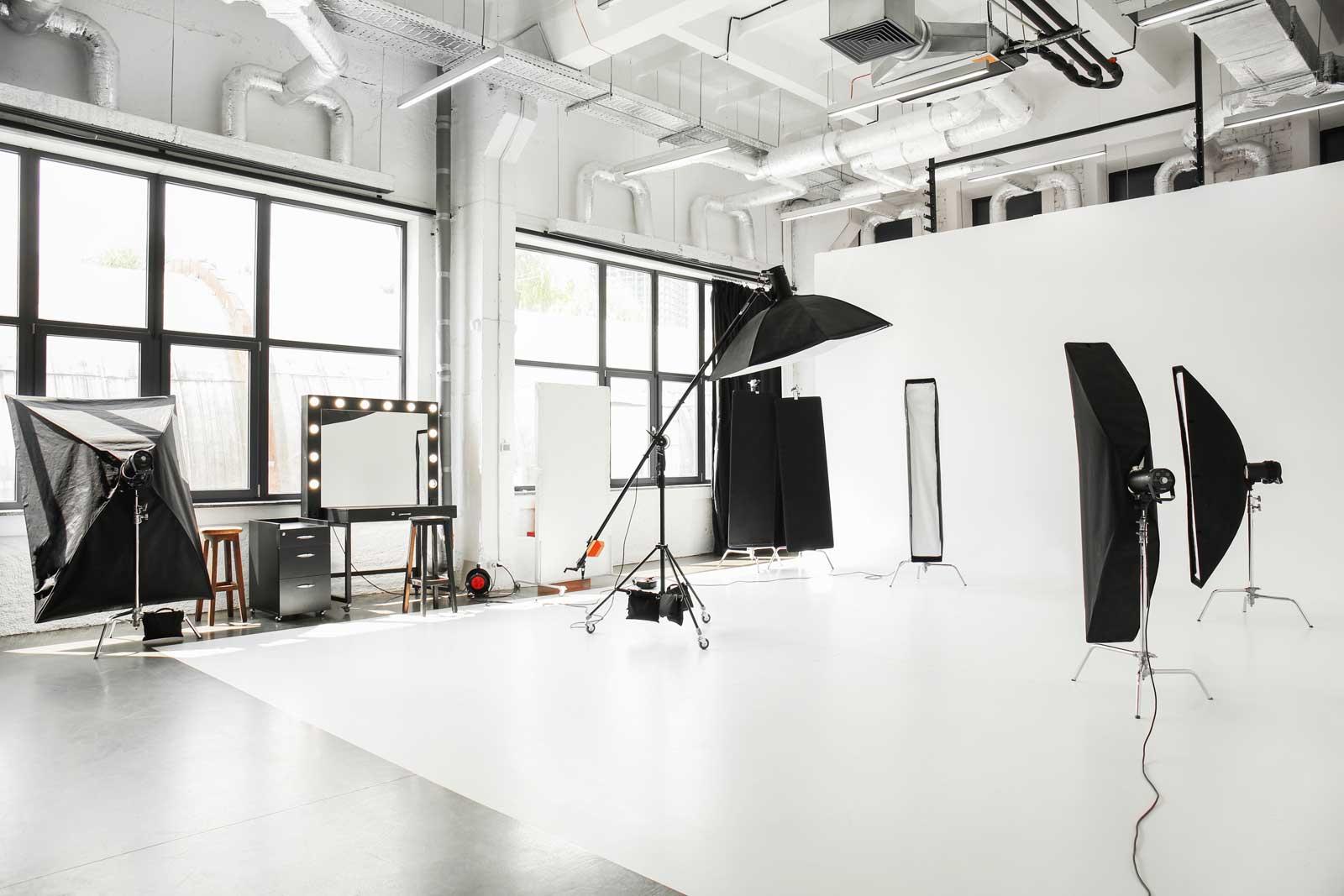 Unternehmens-Fotografie Fotoshooting People Fotografie Webdesign Onlineshop Homepage Webseite Corporate Website Grafik Design Fotografie Bildbearbeitung ShowMyProject Digital Agentur Basel 2021